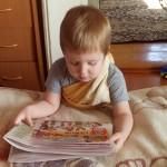 «Хоть читать мы не умеем, всё равно изучаем, что пишут в «Черепановских вестях». Фото Евгении Алексеевой
